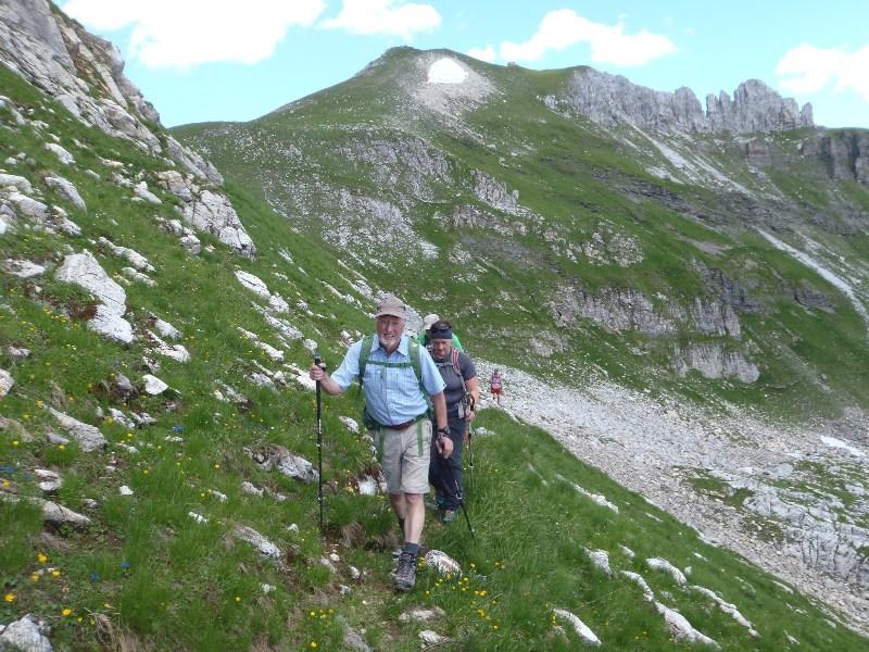 Am Weg zur Glöcknerin. Abstieg im Zinnerkar. Im Hintergrund die Zehnerkarspitze (Schneefeld)