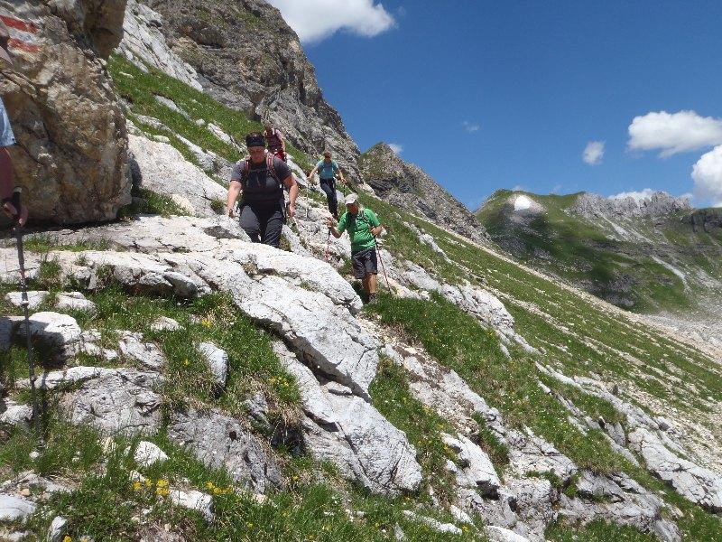 Am Weg zur Glöcknerin. Abstieg im Zinnerkar. Im Hintergrund die Zehnerkarspitze (Schneefeld