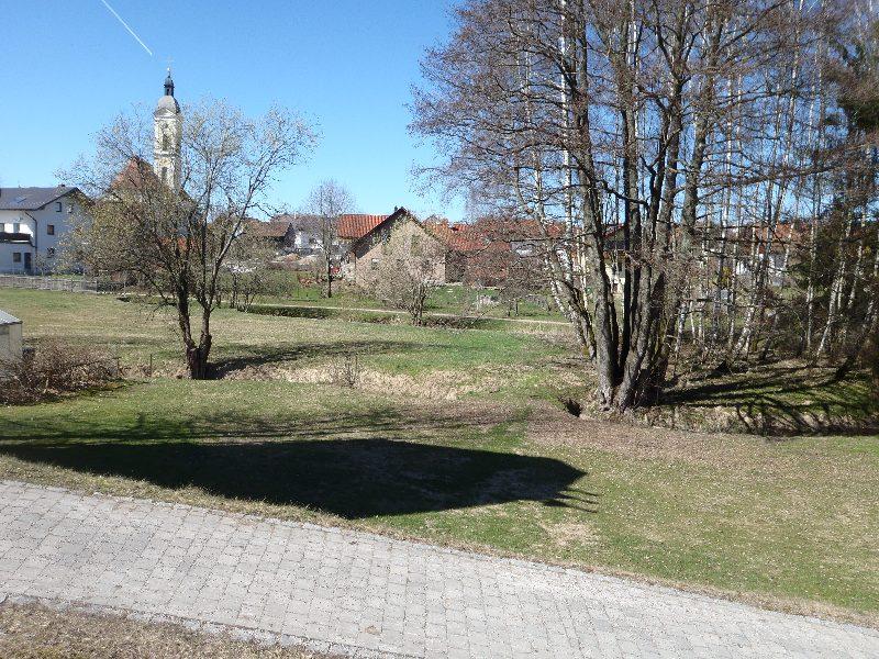 Die schöne Wiesenfeldner Kirche versteckt sich
