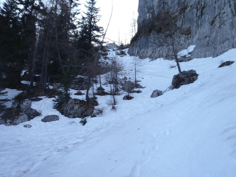 Aufstieg ins Alpeltal am Morgen